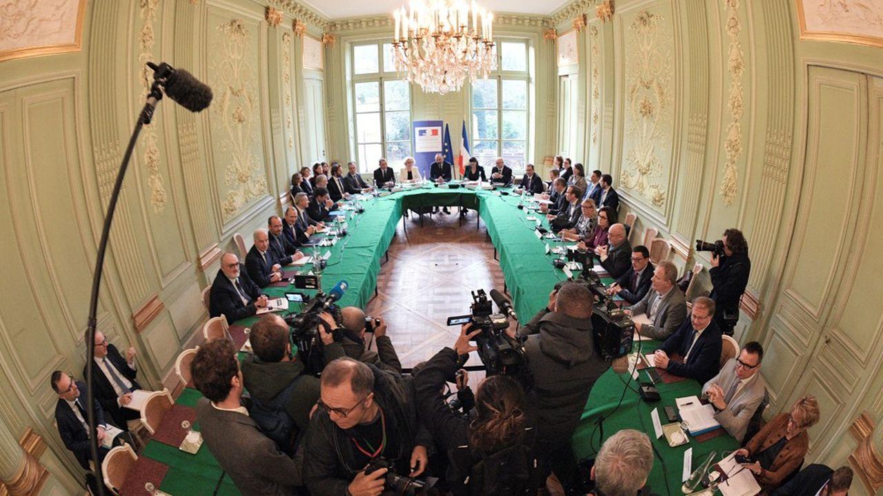 Les partenaires sociaux et membres du gouvernement se sont retrouvés ce mardi dans la «salle des accords» du ministère du Travail.