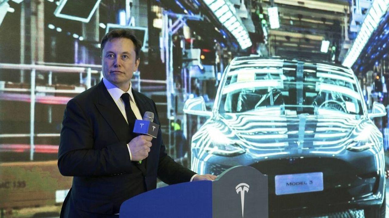 Ce mardi, Elon Musk a participé à la cérémonie de livraison des premières Model 3 sorties de l'usinede Tesla à Shanghai.