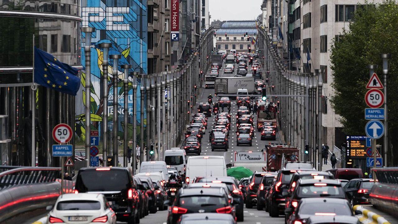 Avec un coût moyen estimé à 3.500euros par véhicule, le dispositif fiscal coûterait plus de deux milliards d'euros par an au budget de l'Etat en manque à gagner