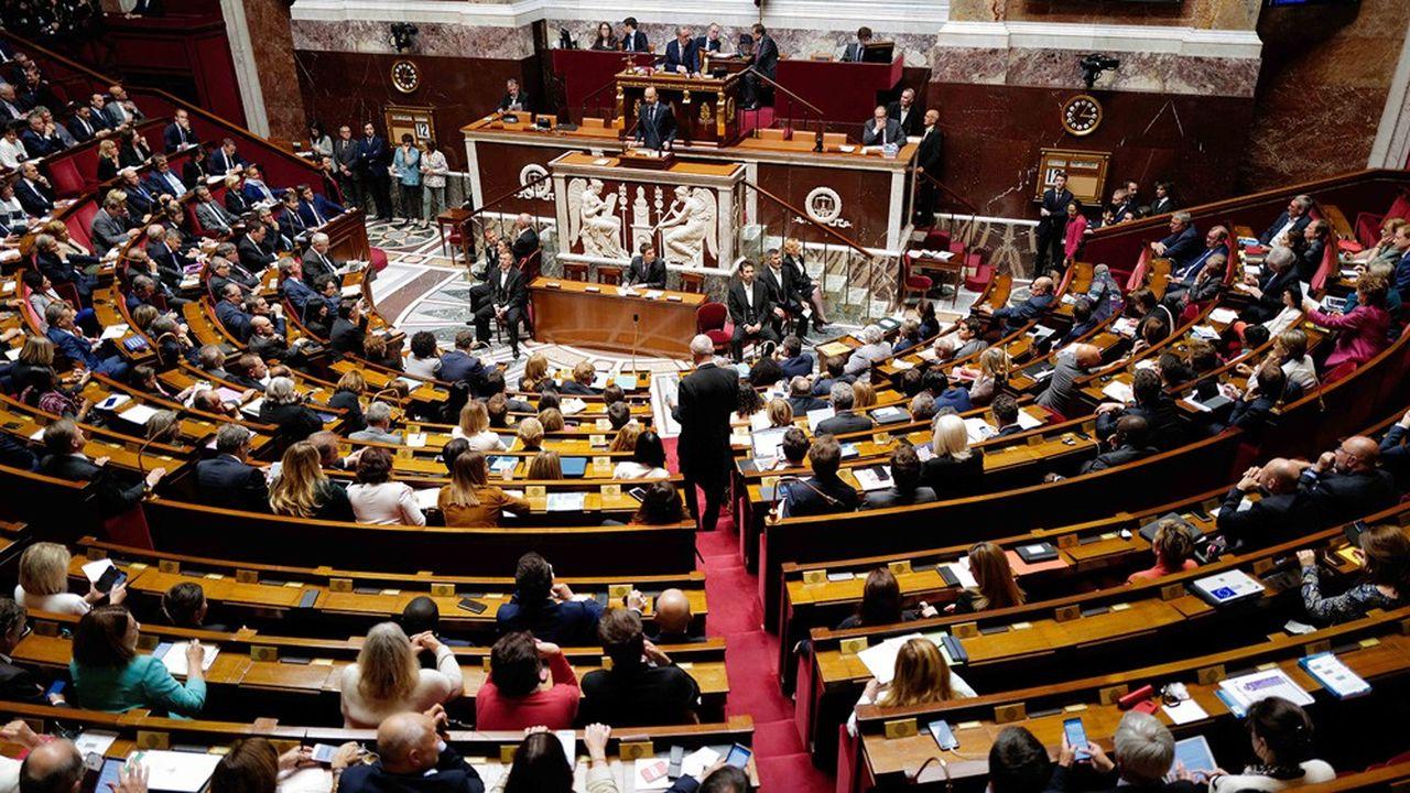La règle de ne pas étaler en public les divergences est de plus en plus difficile à tenir au sein du groupe La République En marche à l'Assemblée nationale.