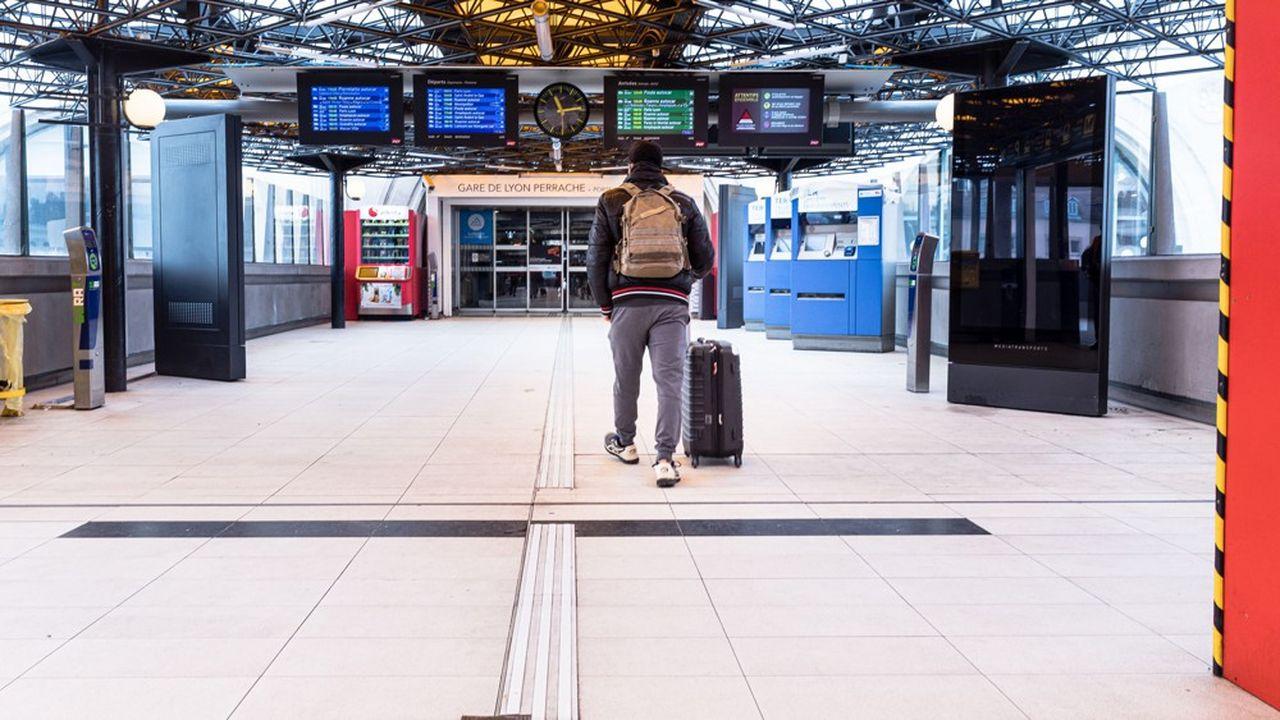 Jeudi, le taux de grévistes global à la SNCF a atteint son plus haut niveau depuis le 17décembre dernier, soit avant les vacances de Noël.