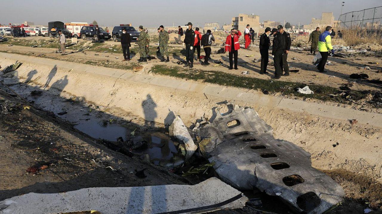 Les débris de l'avion de ligne ukrainien qui s'est abattu peu après son décollage, mercredi, sont dispersés à une dizaine de km de l'aéroport de Téhéran.