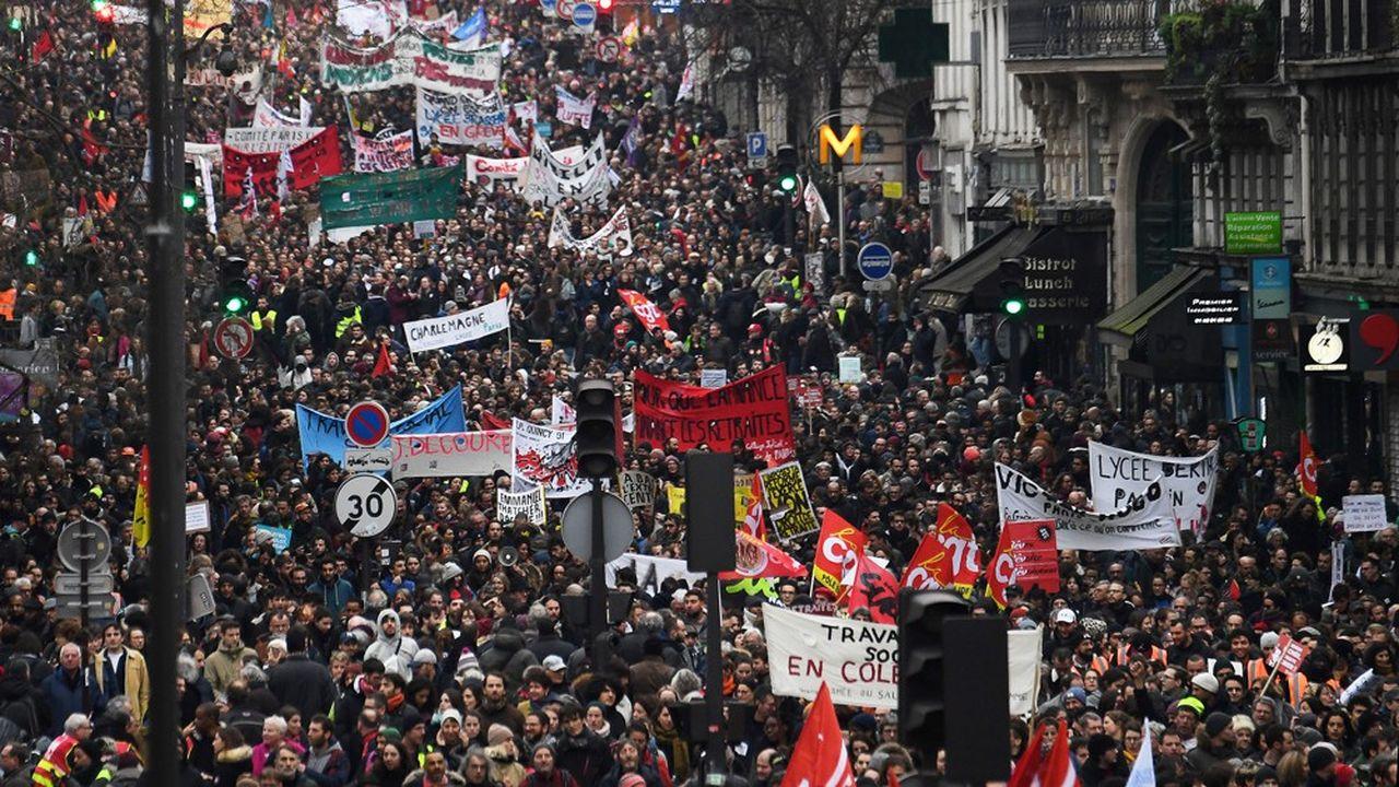 44.000personnes ont défilé dans la capitale à l'appel de la CGT, de FO, de la CGC, de la FSU et de Solidaires, selon le comptage réalisé par le cabinet Occurrence pour plusieurs médias dont «Les Echos».