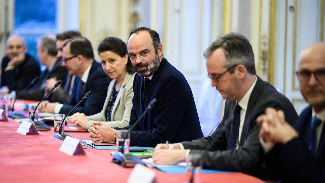 Le Premier ministre reçoit ce vendredi les partenaires sociaux à Matignon pour fixer le mandat et le calendrier de la conférence de financement du système de retraites. L'âge pivot est au coeur des discussions.