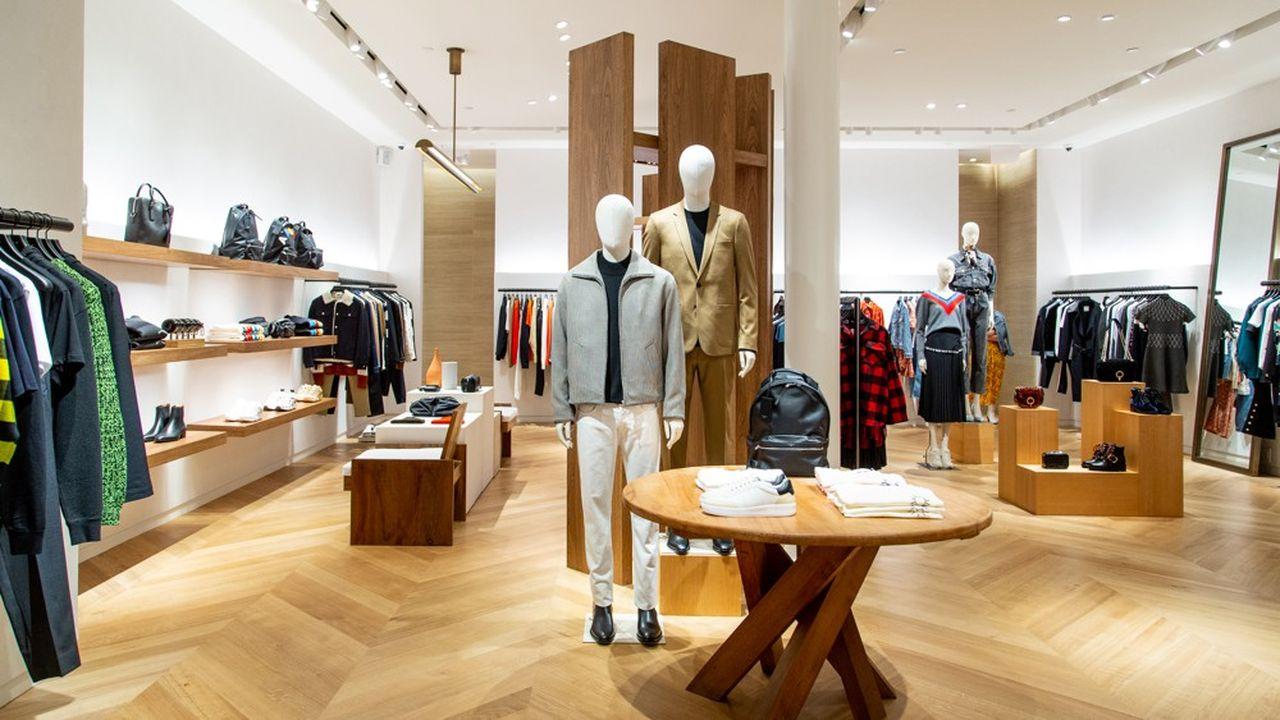 La nouvelle boutique Sandro, ouverte fin 2019 à Soho, conjugue univers masculin et féminin.