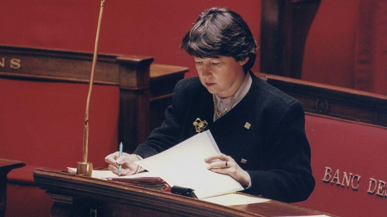 Martine Aubry, ministre de l'Emploi et de la Solidarité, à l'Assemblée nationale, le 27 octobre 1997.