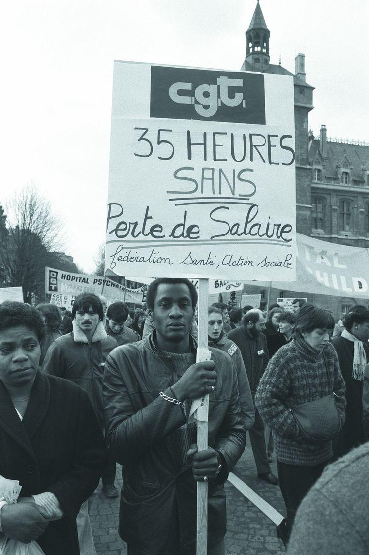 Manifestation de travailleurs du secteur public à Paris, mars 1984. La semaine de 35 heures était également une demande clé de la Confédération européenne des syndicats.