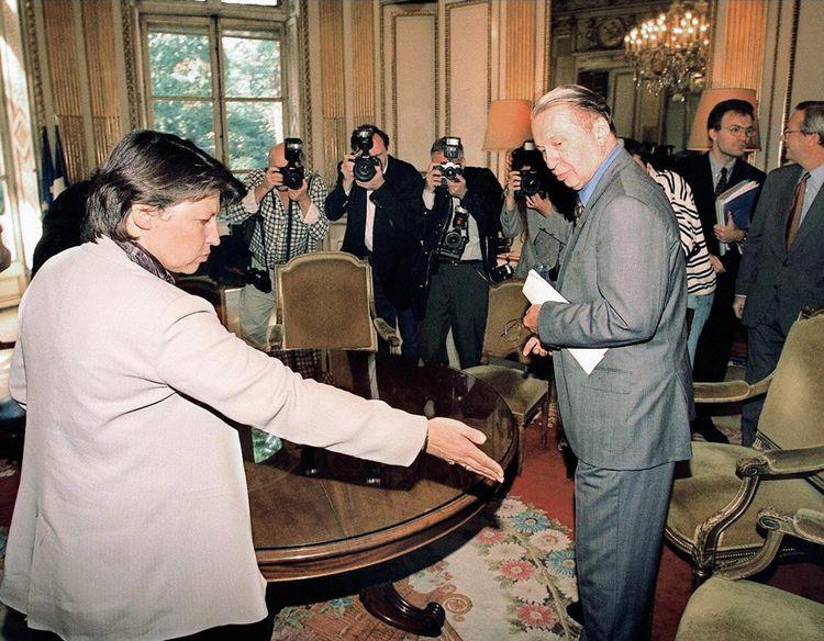 La relation privilégiée entre Martine Aubry et le président de la CNPF Jean Gandois, patron de Pechiney (ici, le 23 septembre 1997, ministère de l'Emploi) sera un piège.