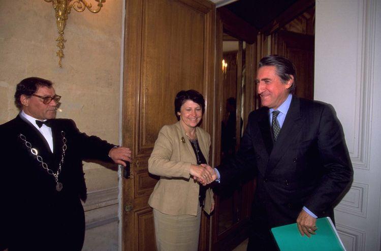 Le 15 septembre 1998, il rebaptise bientôt le Mouvement des entreprises de France (Medef) avec Ernest-Antoine Seillière, successeur de Jean Gandois, chef du CNPF.