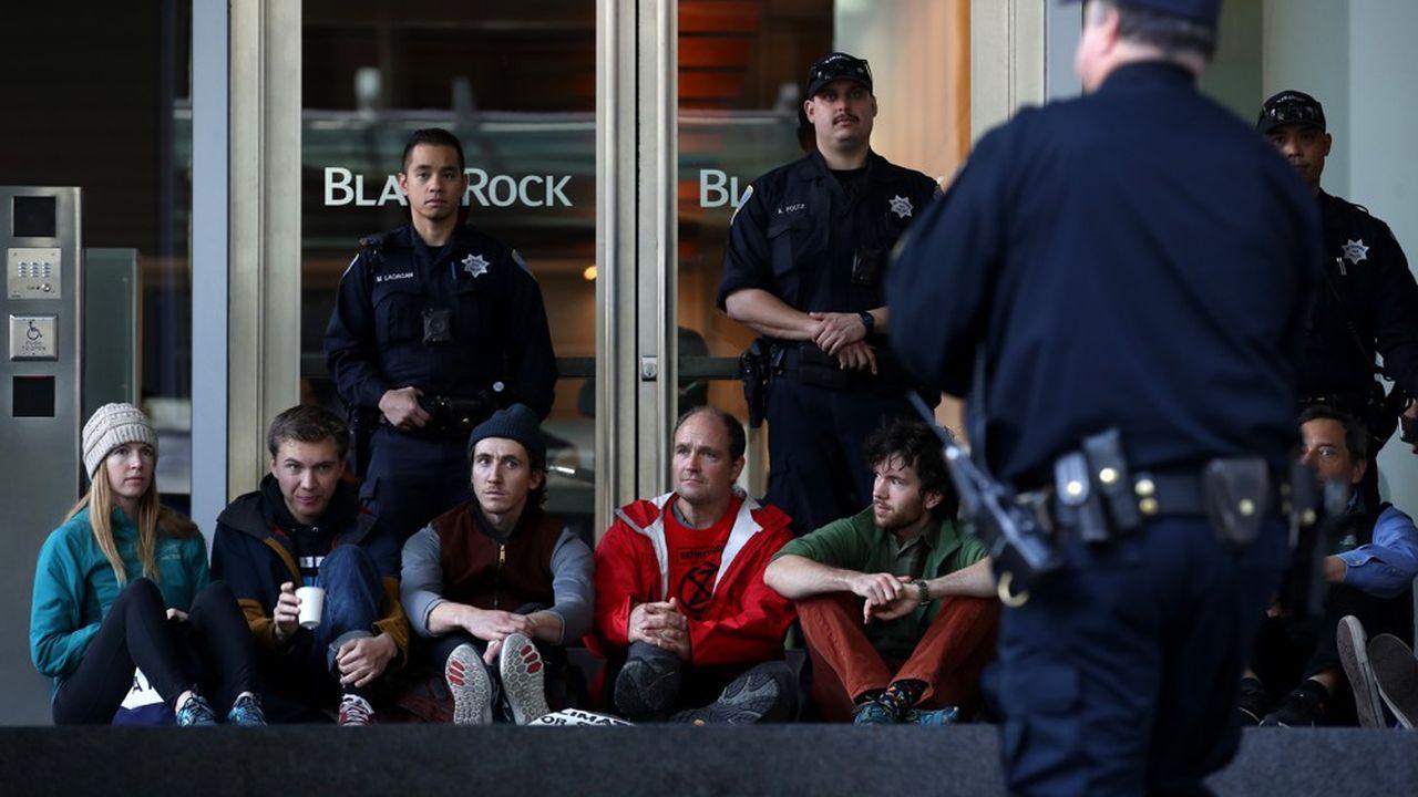 Des protestations ont eu lieu début décembre devant les locaux de BlackRock en Californie pour appeler le gestionnaire d'actif à agir pour le climat.