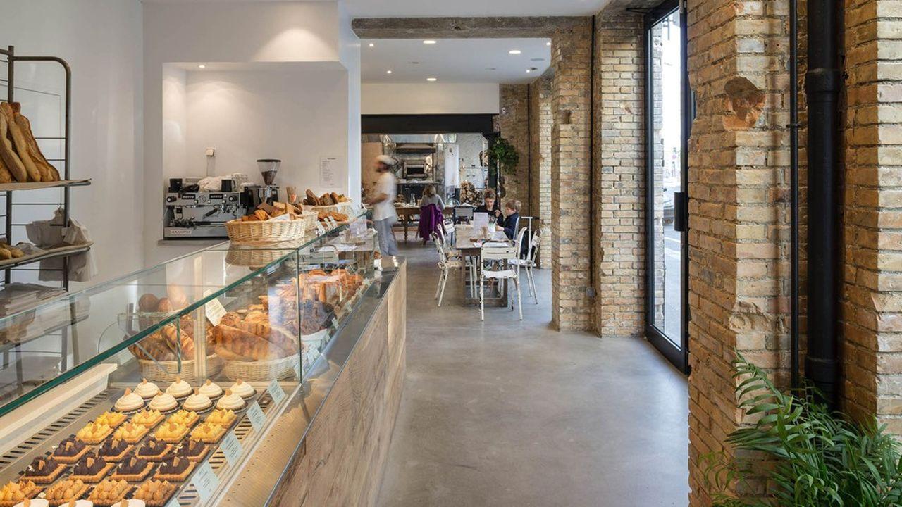 Si chacune des trois pâtisseries boulangeries parisiennes de Benoît Castel repose sur un concept différent, elles ont pour point commun de pouvoir manger sur place.