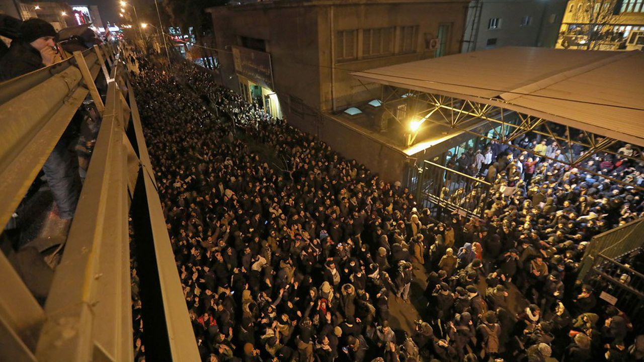 Des centaines d'étudiants iraniens ont manifesté à Téhéran vendredi contre le régime après le tir de missile sur un avion ukrainien qui a fait 176 victimes.