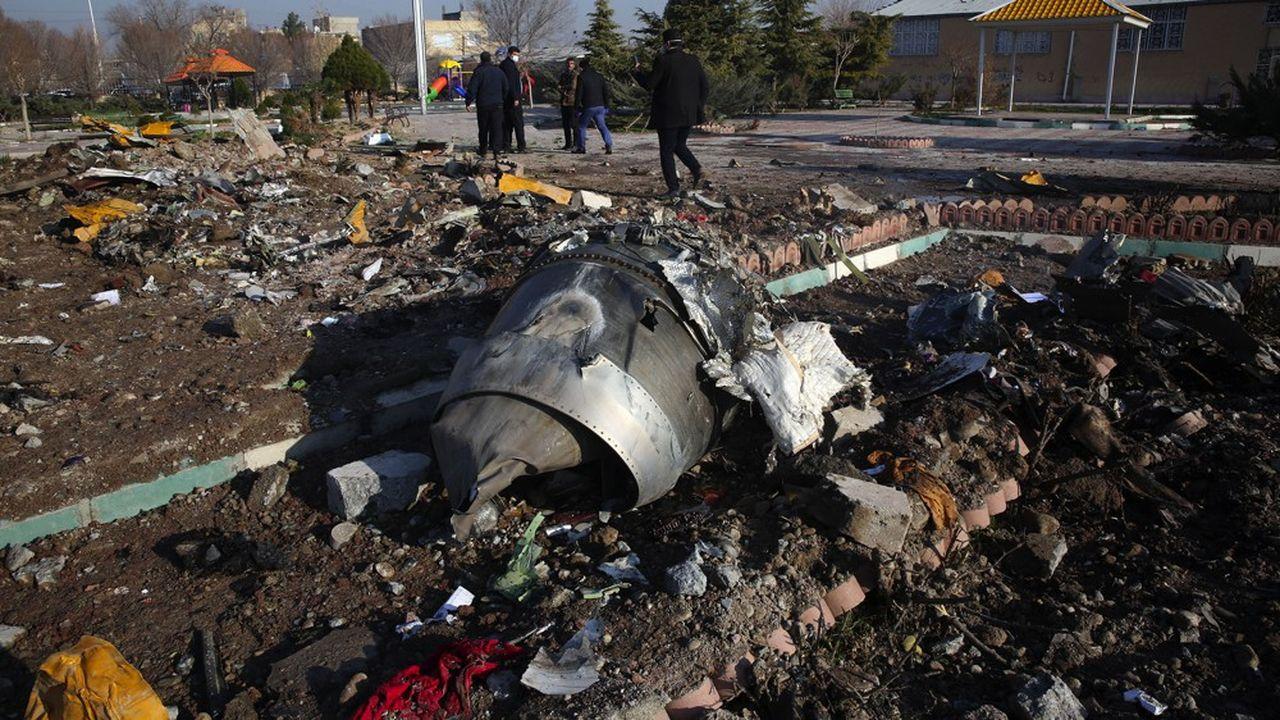 Les débris du Boeing de la compagnie ukrainienne qui a été abattu par erreur par un missile iranien faisant 176 victimes.