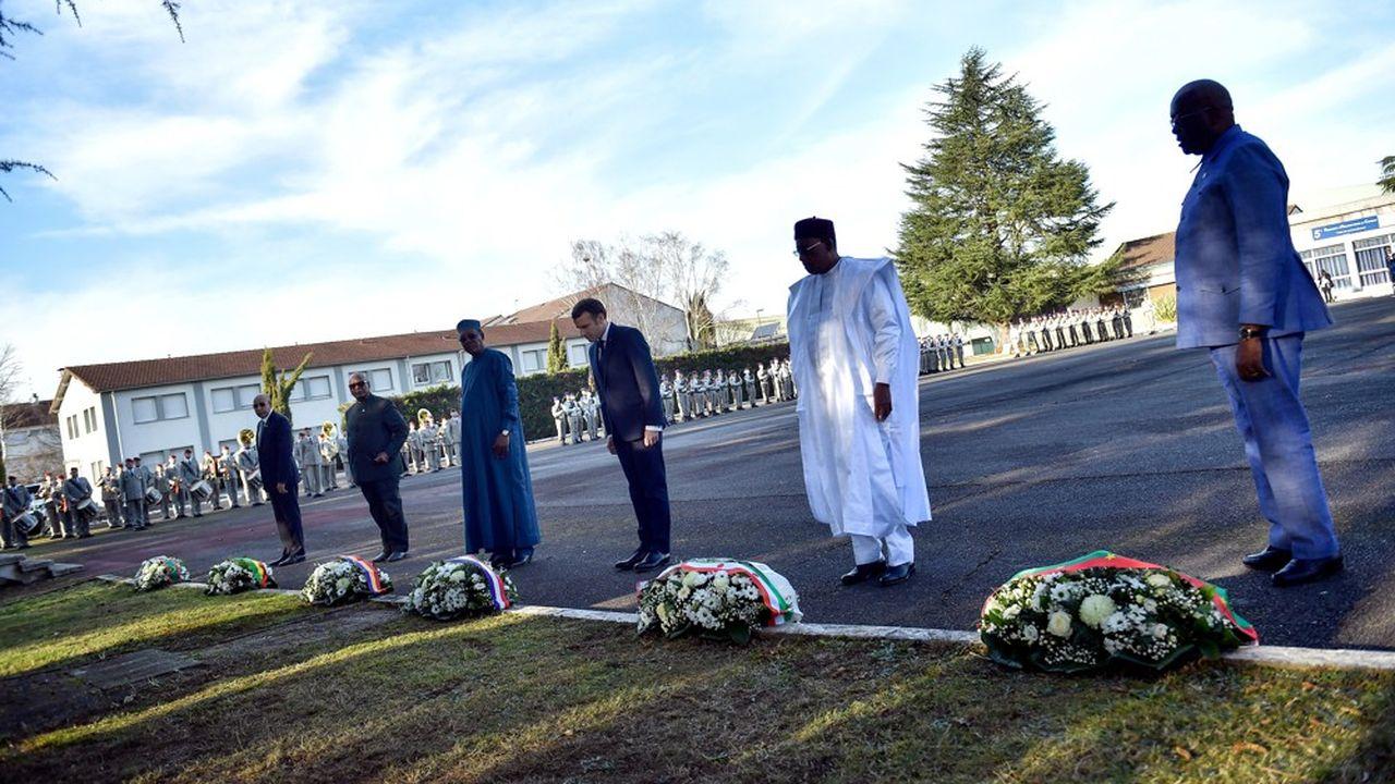 Le président de la République et les chefs d'Etat des pays du Sahel ont rendu hommage aux soldats du 5ème régiment d'hélicoptères de combat tombés au Mali en novembre dernier.