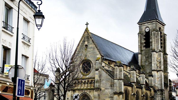 L'église, propriété de la ville, était en très mauvais état : pierres abîmées, sol détérioré, absence de chauffage