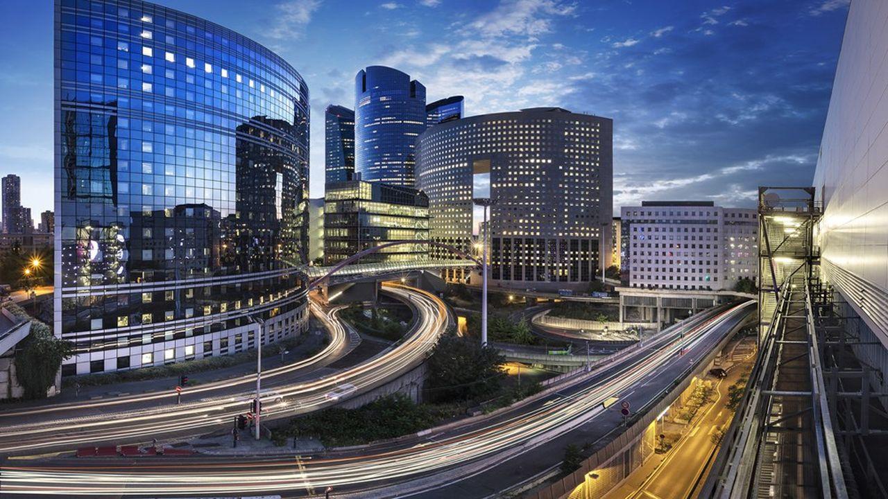 Pour reconnecter La Défense à Courbevoie ou Puteaux, ce boulevard, qui dans sa partie sud, conserve toujours des allures d'autoroute, doit se muer en une avenue urbaine plus apaisée.