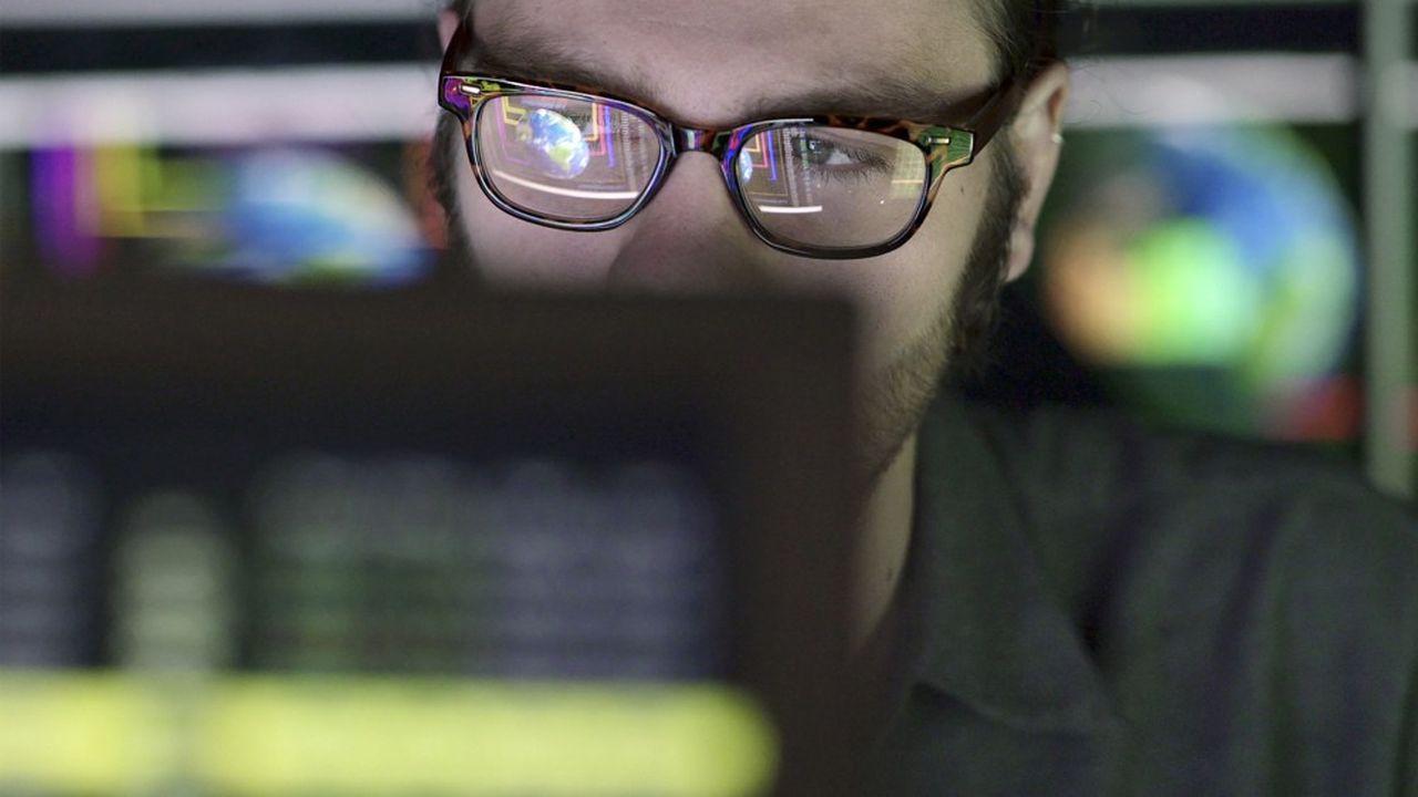 L'article154 de la loi de finances autorise le fisc à collecter toutes les données personnelles rendues publiques par les internautes sur le Web.