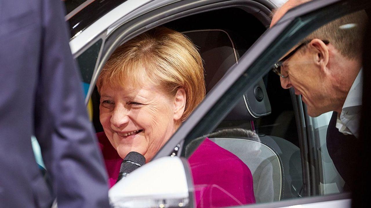 Syndicats et patronats du secteur ont réclamé d'une seule voix des mesures pour alléger les charges sur le travail à temps partiel, lors d'un nouveau «sommet de l'automobile» mercredi à la chancellerie.