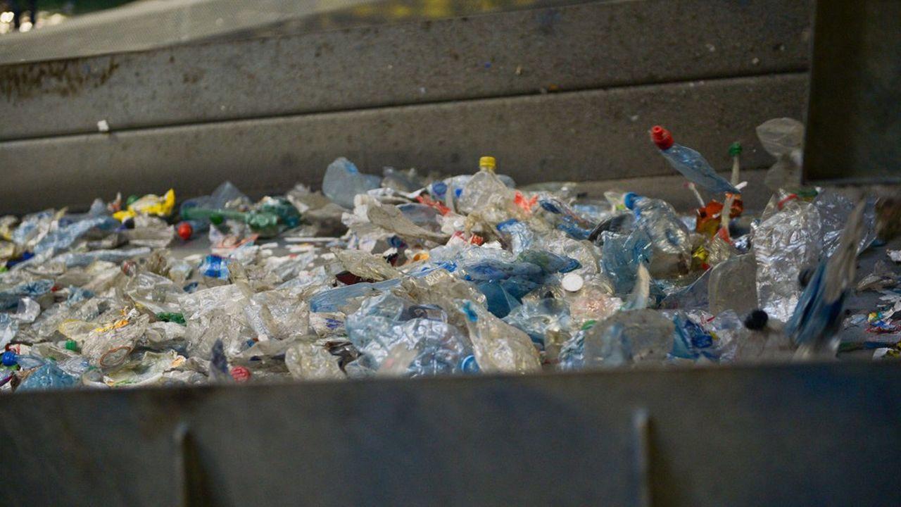 «Nous prenons des mesures audacieuses pour créer un plus grand marché des plastiques recyclés destinés au conditionnement des aliments et pour stimuler l'emballage innovant. Nous invitons chacun à nous rejoindre dans nos actions», dit le patron de Nestlé, Mark Schneider.