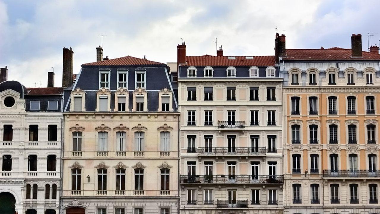 Selon l'Observatoire Crédit Logement/CSA, les taux auxquels s'endettent les ménages français ont atteint un plus bas historique en novembre. Les taux ont étédivisés par six depuis le début des années 2000.
