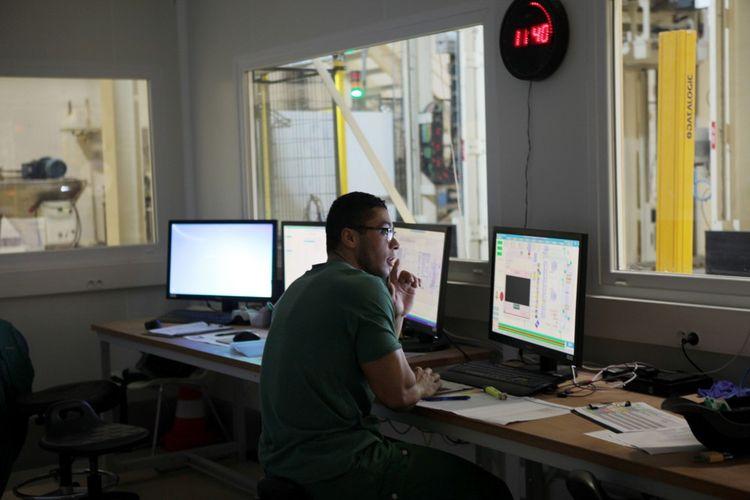 Chez Ynsect à Damparis, toutes les opérations sont automatisées et pilotées à partir de la salle des machines.