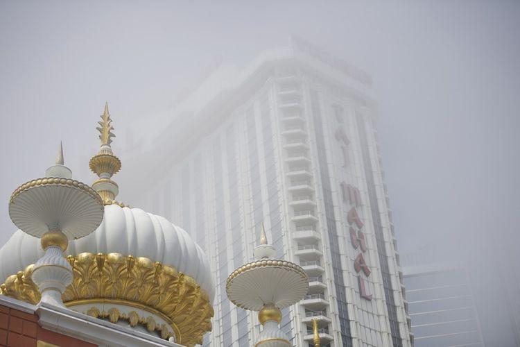 Donald Trump a abandonné tous ses établissements après la crise de 2008. Son spectaculaire Trump Taj Mahal a été détruit en 2017.