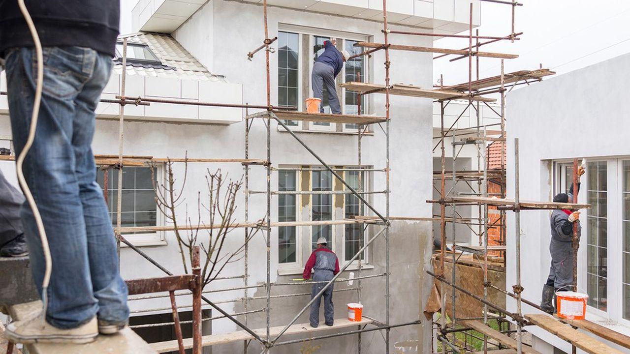 Alors que l'activité des artisans du Bâtiment avait progressé de 2% chaque trimestre comparé à la même période en 2018, au dernier trimestre, le volume de travaux n'a progressé que de 0,5% et est passé en dessous de son niveau d'il y a un an dans trois régions, dont l'Ile-de-France, qui représente à elle seule 21% de l'activité nationale.