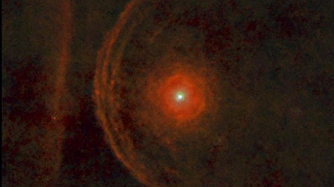 Image de la supergéante rouge Betelgeuse prise en 2013 par letélescope spatial Herschel.