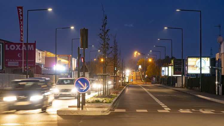 Le système d'éclairage automatique pour passages piétonniers et pistes cyclables a été installé à Rennes et sera déployé à Paris-la Défense.
