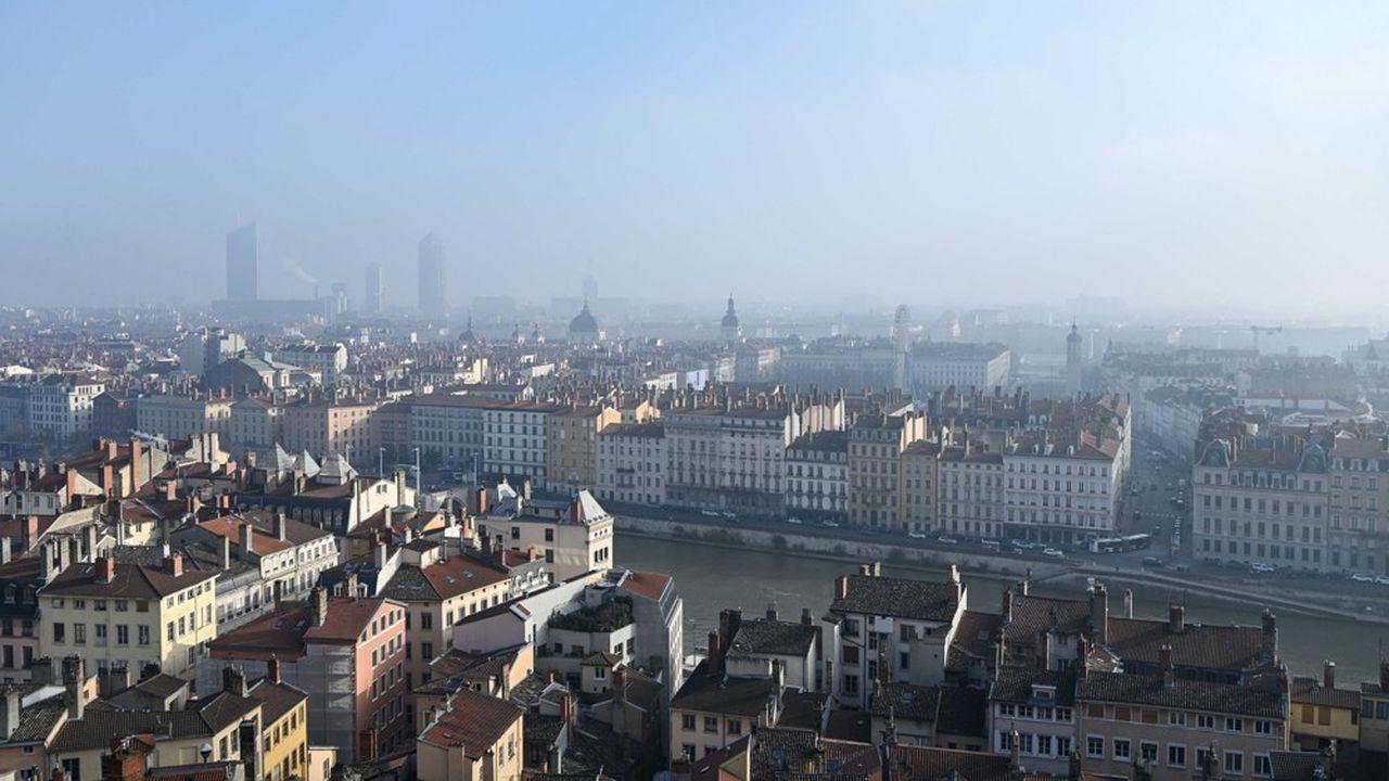 L'objectif est de réduire la pollution atmosphérique importante dans cette zone, qui couvre Lyon, Villeurbanne, Vénissieux, Bron et Caluire.