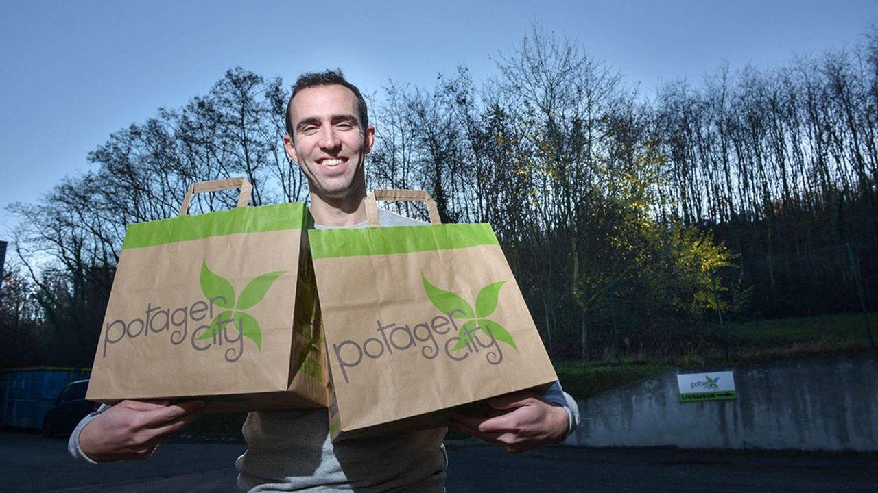 Potager City, start-up créée par les deux frères Alarçon, revendique un réseau de plus de 750 producteurs locaux, maraîchers et arboriculteurs et livre ses paniers dans 350 villes de France.