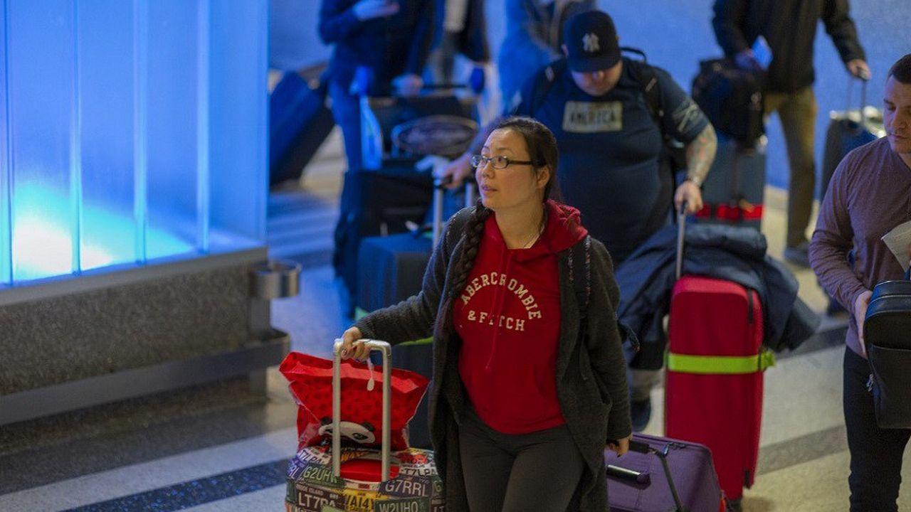 Les autorités sanitaires américaines ont mis en place des contrôles pour les voyageurs en provenance de Chine dans les aéroports de Los Angeles, San Francisco et New York.