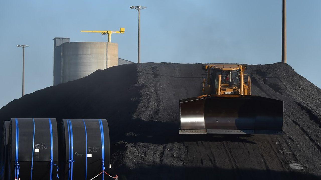 Le gouvernement fait valoir que la combustion du charbon dans les centrales dégage l'équivalent de 4millions de voitures par an.