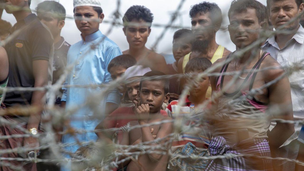 Les Rohingyas sont devenus apatrides en 1982. Considérés comme des immigrés bengalis, ils sont alors victimes de multiples discriminations, et, depuis 2012, de vagues de violences.