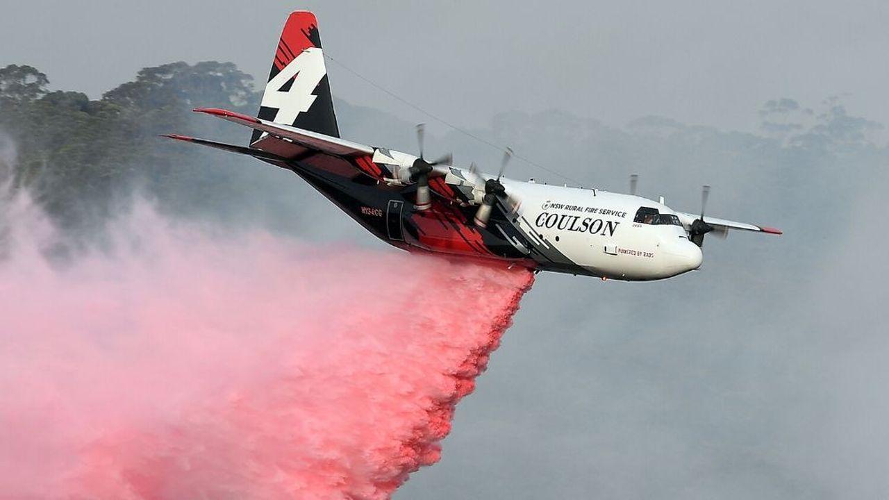 Trois personnes sont mortes après qu'un Hercules C-130 s'est écrasé jeudi au sud-ouest de Sydney tandis que des feux de brousse reprennent dans le sud-est du pays.