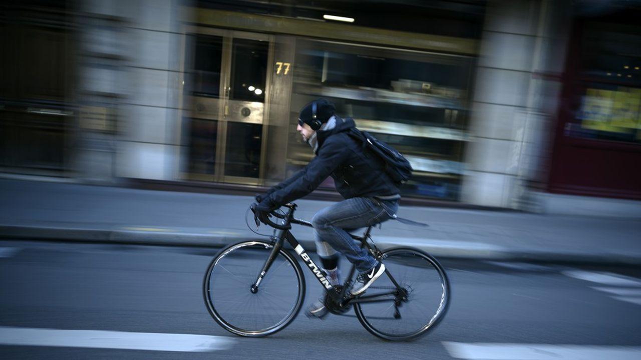 Au total environ 190.000 vélos, particuliers ou partagés, ont été recensés sur le macadam parisien chaque jour travaillé.