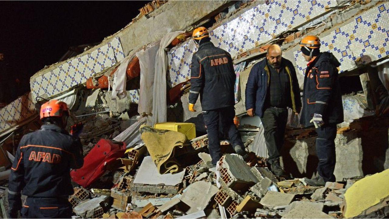 Un puissant séisme frappe l'est de la Turquie