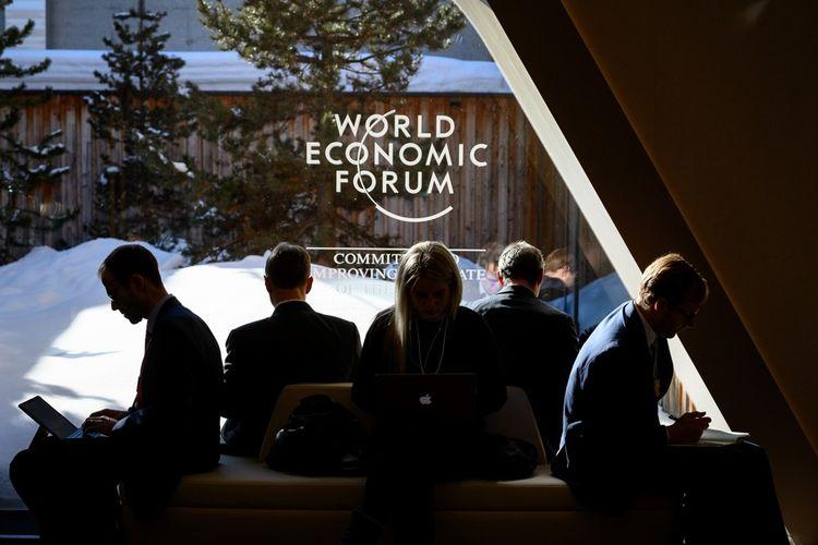 L'ambiance est décidément étrange à Davos. Deutsche Bank avait installé une agence pour recevoir ses clients. Sur la vitrine, ce slogan étonnant pour une banque: «La croissance est-elle une illusion?»