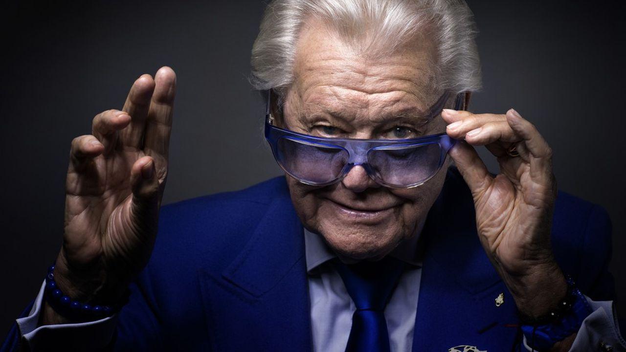 Michou, l'homme en bleu des nuits parisiennes, est décédé
