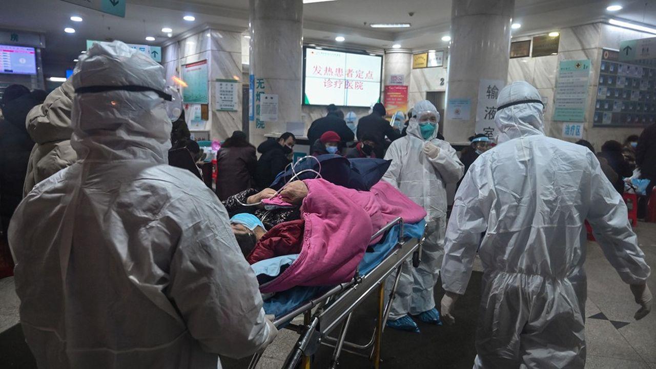 Les Français vivant à Huwan aimeraient quitter la ville, où les services sanitaires sont débordés face à ce virus plus contagieux que ce qu'on croyait la semaine dernière.