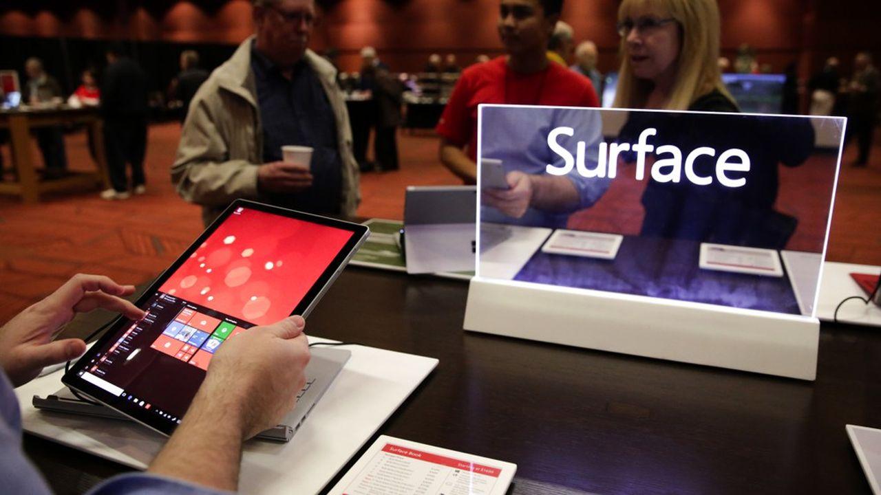 Sous la direction de Panos Panay, les tablettes et autres produits Surface développés en interne par Microsoft sont devenus, depuis quelques années, une marque forte de l'univers du groupe.