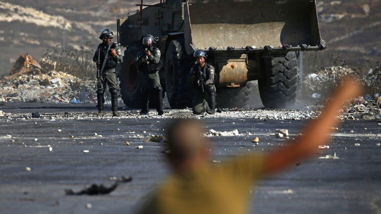 Les soldats israéliens affrontent régulièrement les manifestants palestiniens en bordure de la Cisjordanie.