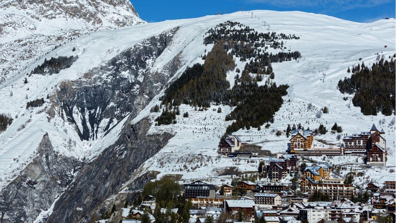 La Compagnie des Alpes aurait été réticente à soutenir l'investissement conséquent de 60à 70millions d'euros qui consiste à relier les deuxgrandes stations de l'Oisans par des remontées mécaniques.