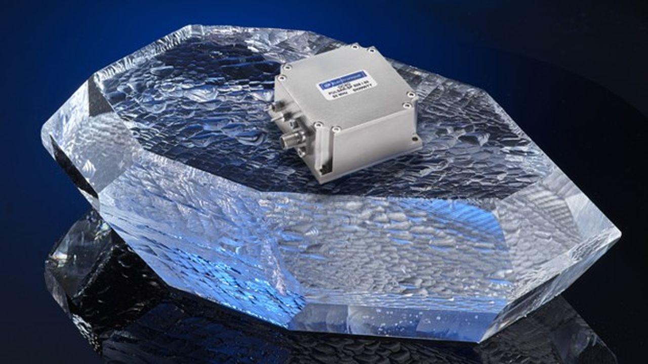 Pièce maîtresse de l'électronique, le quartz, taillé spécialement pour une fréquence, assure la précision et la stabilité des oscillateurs.