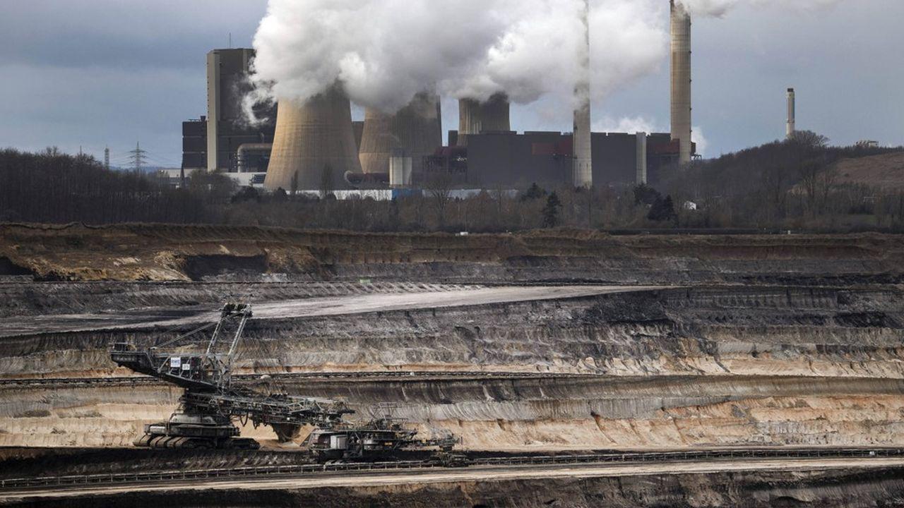 Le gouvernement allemand vise un abandon du charbon en 2038 et a fixé un calendrier de fermetures des centrales qui commencera le 31décembre prochain par une unité d'exploitation de lignite à proximité de la mine de Garzweiler en Rhénanie-du-Nord-Westphalie.