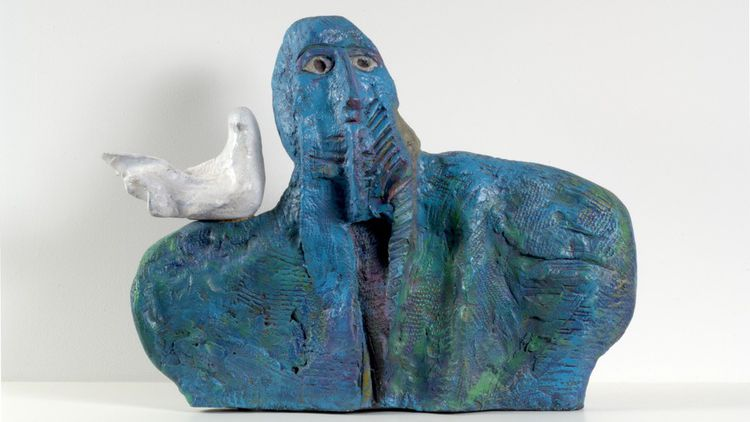 La donation compte aussi des sculptures telle cette acrylique sur terre cuite de Azzawi intitulée « Peace Lover », de 1986. Donation Lemand.