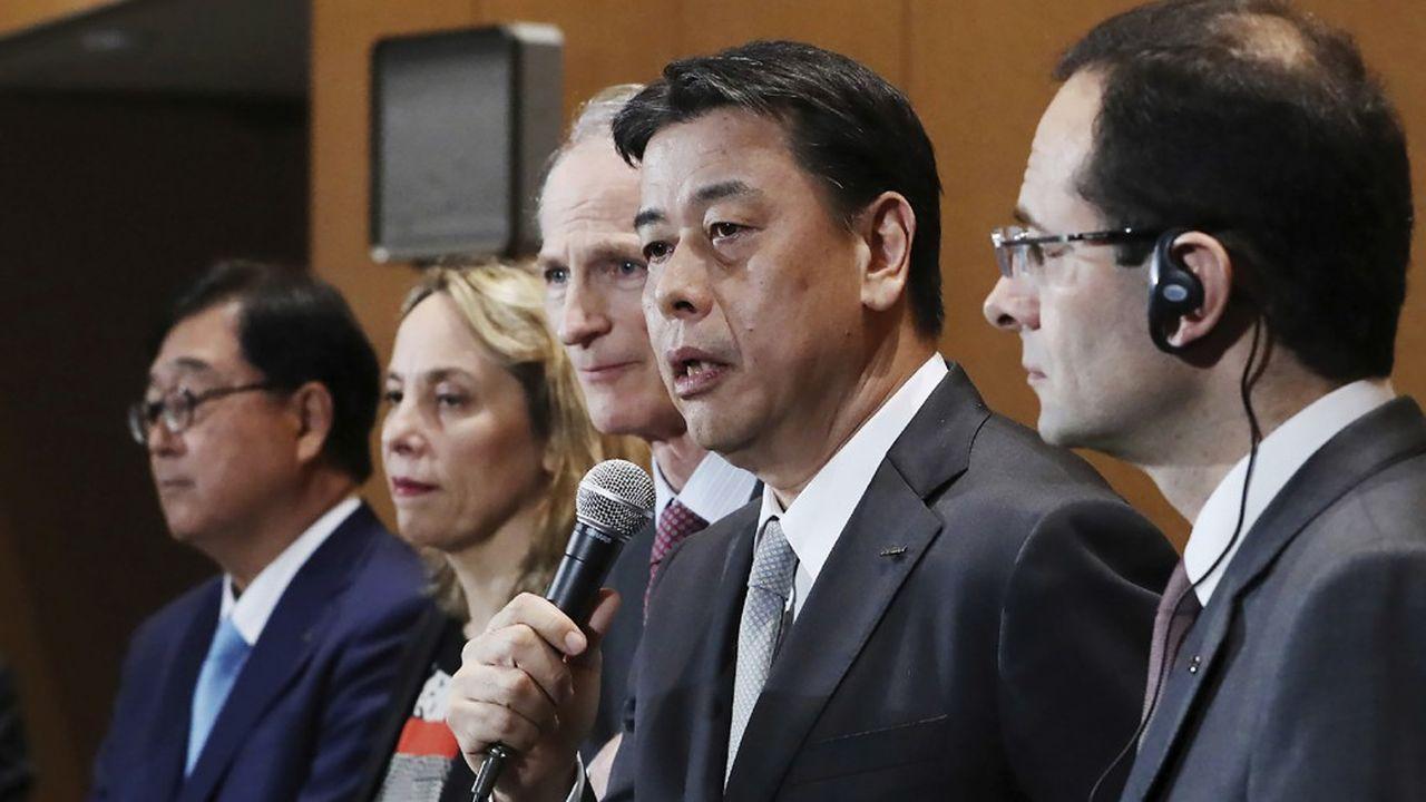 Les membres du conseil de l'Alliance, ce jeudi à Yokohama: de gauche à droite, Osamu Masuko (Mitsubishi), Clotilde Delbos (Renault), Jean-Dominuqe Senard (Renault), Makoto Uchida (Nissan, au micro), et Hadi Zablit, secrétaire général de l'Alliance.