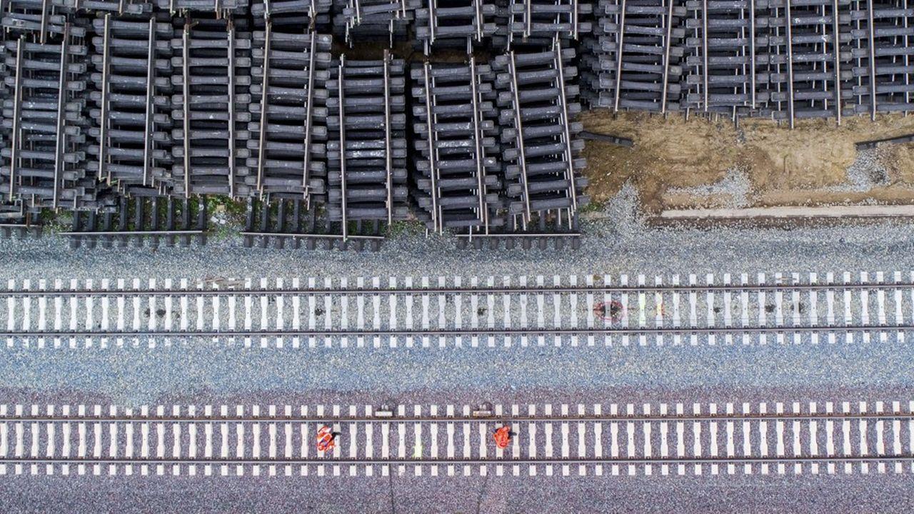 La construction de voies pour le nouveau train express allemand ICE, en mai2019