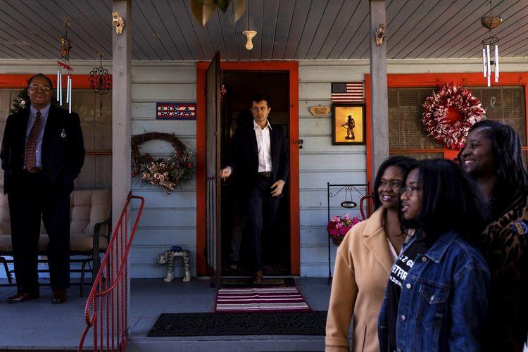 Pete Buttigieg à Round O, en Caroline du Nord, le 2 décembre 2019, lors d'une table ronde sur l'entrepreneuriat noir. Le candidat s'active pour rattraper son retard auprès des minorités.