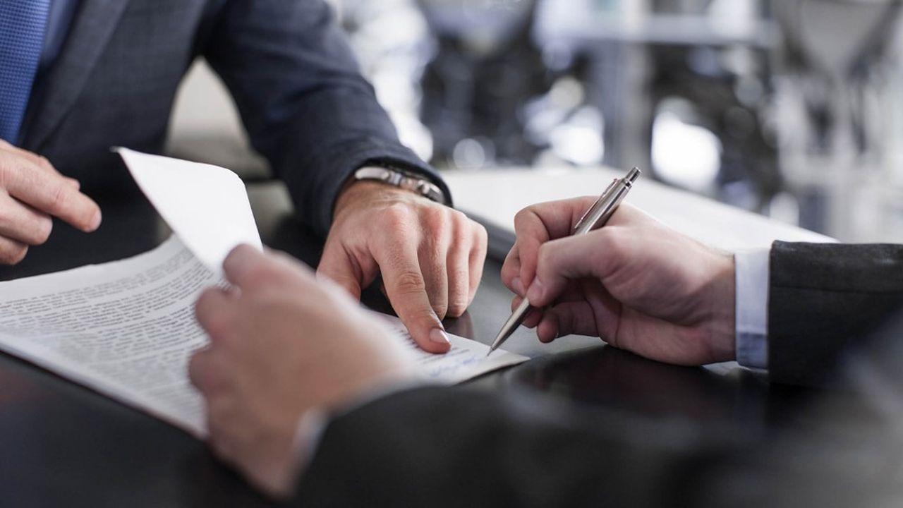 Les publicités sur les contrats d'assurance-vie doivent indiquer clairement les risques supportés par le client.
